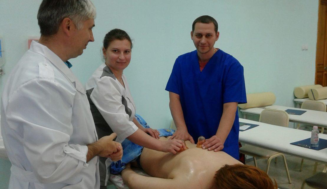 25 октября 2019 года состоялся мастер-класс по теме «Вакуумный (баночный) массаж». Преподаватель Огрызков В.М. Обучено 8 специалистов.