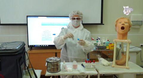15 декабря 2020 года состоялся мастер-класс по теме «Взятие клинического материала из носа и ротоглотки для диагностики новой коронавирусной инфекции COVID-19». Преподаватель Савина Л.В.
